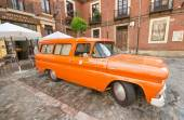LEON, SPAIN - AUGUST, 22: Orange 1960 Chevy Apache truck car showed in the exterior of a restaurant in Leon, Spain on August 22, 2014. — Foto Stock
