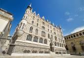 Botines Palace in Leon, Spain. Was built by world famous architecht Antoni Gaudi in 19th century. — Stock Photo