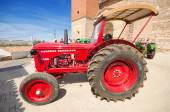 CAMENO, SPAIN - AUGUST 24: Hanomag Barreiros R440 K at annual Vintage tractor exhibition in Cameno, Burgos, Spain on August 24, 2014. — Foto Stock