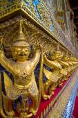 Golden Garudas at Grand Palace, Bangkok — Stockfoto