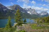 St. Mary's Lake in Glacier National Park Montana — Stock Photo