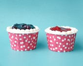 Two cupcake ornaments on blue background — Stock Photo