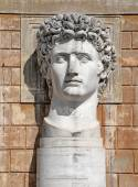 VATICAN - APRIL 18: Statue of Gaius Julius Caesar Augustus at VaticanMuseums at April 18, 2015. He was the first ruler of the Roman Empire, whichhe ruled from January 27BC until his death. — Stock Photo