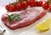 Raw tuna fillet — Stock Photo