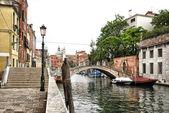 Foot Bridge Spanning Venetian Canal in Urban Area — Stock Photo