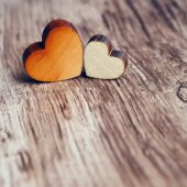 Two wooden hearts — Stockfoto