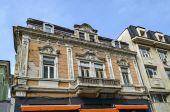 Zabytkowy budynek z bogatą dekoracją w mieście Ruse — Zdjęcie stockowe