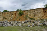 General view toward crag of sedimentary rock in the field — Stock Photo