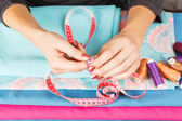 Hands of a seamstress at work.  — Stock Photo