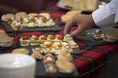 Gast essen vom buffet — Stockfoto