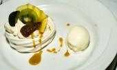 Delicious fruity meringue — Photo