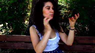 Young pretty woman applies makeup — Stock Video