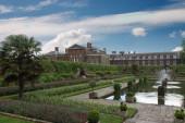 Kensington palace and gardens — Stock Photo