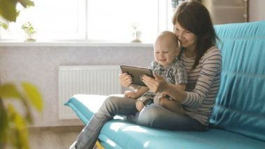 Woman with tablet pc and baby — Stock Video