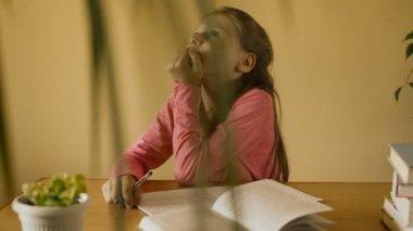 Little girl making homework — Stock Video