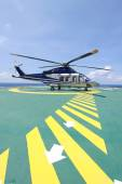 Helicopter parking landing on offshore platform. Helicopter transfer crews or passenger to work in offshore oil and gas industry. — Foto Stock