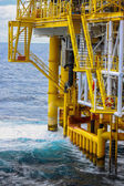 Oil and gas platform in the gulf or the sea, The world energy, Offshore oil and rig construction Platform for production oil and gas. — Stock Photo