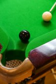 スヌーカーのボール スヌーカーのスヌーカー テーブルの上またはプールの緑のテーブルの国際的なスポーツのゲーム. — ストック写真