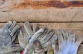 Old safety gloves on wooden background, Gloves on dirty works. — Stock Photo