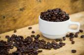 Coffee beans background on wooden, Fresh coffee beans with coffee cup on wooden background, Drinking set background. — Stock Photo