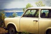 Retro car on background of the sea — Foto Stock