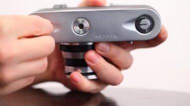 Old film camera device — Stock Video