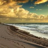 Solnedgång på stranden — Stockfoto