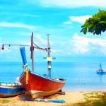 Beautiful fishing boats on tropical beach, Gulf of Siam — Stock Photo #74248817