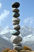 A precariously balanced stack of stones — Stock Photo