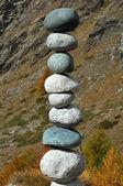 A precariously balanced stack of stones — Stock Photo