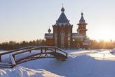Temple of Christmas of the Prophet and Baptist John into the sunset in a village Zaruchevnya (Shilovskaya), Velsky district, Arkhangelsk region, Russia — ストック写真