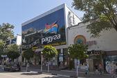 "Entertainment center ""Rainbow"" on the street Pervomayskaya Gelendzhik, Krasnodar region, Russia — Stock Photo"