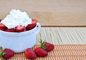 Strawberries with whipped cream. — Stock Photo