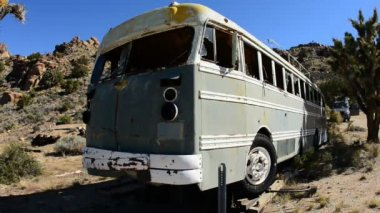 Abandon Bus in Desert — Stock Video
