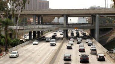 Traffic on Busy Freeway in Downtown — Wideo stockowe