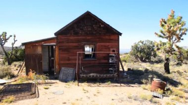 Old Abandon Home in the Mojave Desert — Stock Video
