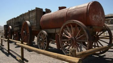 Old tanker trailer with wagons — Stock Video