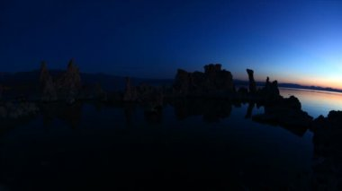 Scenic Mono Lake California at Sunset — Vídeo stock