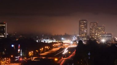 Fog creeps over Los Angeles Freeway — Stock Video