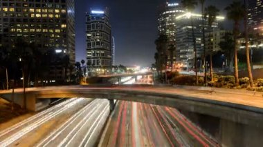 Traffic in Downtown Los Angeles at Night — Stock Video