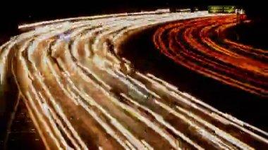 Strimmor trafik på natten Los Angeles — Stockvideo