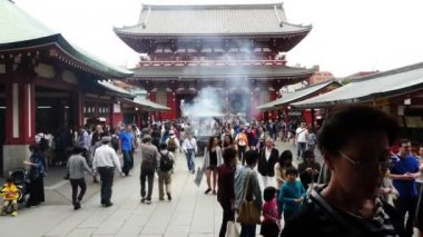 Tourists at Sensoji Temple — Stock Video