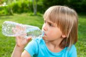 Child drinking water outdoor — Stock Photo