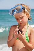 Girl with sea hedgehog — Stock Photo