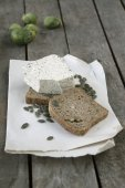 Unleavened bread with pumpkin seed and tofu cheese — Stock Photo
