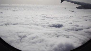 Volare attraverso il cielo — Video Stock