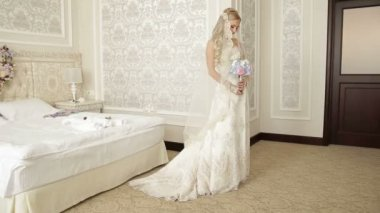 Honeymoon Room, bride, posing, dress — Stock Video