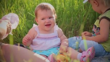 Baby on a picnic — Stock Video