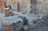 "Thermopolium - ancient ""fast food"" in Pompeii — Stock Photo"