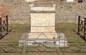 Detail of altar in Temple of Vespasian, Pompeii — Stock Photo